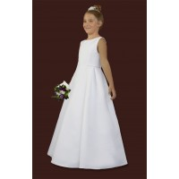 Communion dress with interesting cut, cut on the sides at the waist level, front of the smooth wedge. On the sides of the dress are 3 doubles and a silver decorative ribbon. The tape is also sewn under the neck. Dress made of satin, on lining stiffened wi