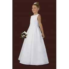Communion dress with interesting cut, cut on the sides at the waist level, front of the smooth wedge.On the sides of the dress are 3 doubles and a silver decorative ribbon.The tape is also sewn under the neck.Dress made of satin, on lining stiffened wi