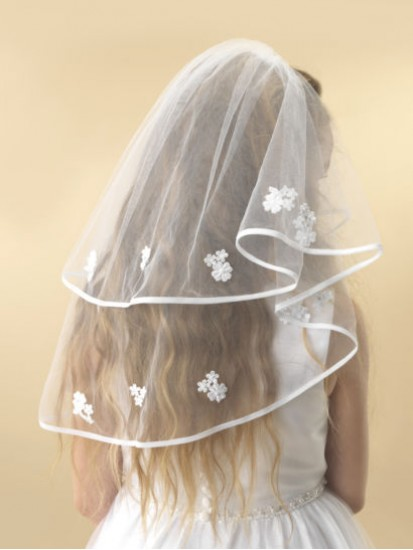 A beautiful two tier white tulle Holy Communion veil with a thin ribbon edg...