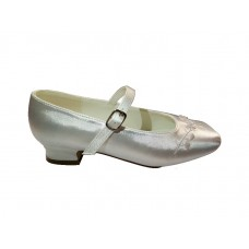Satin Snow White Shoes with a small heal with embriodery flower detail acroos the front. Ideal for First Holy Communion